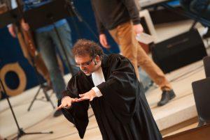 Mit Händen und Füßen predigen