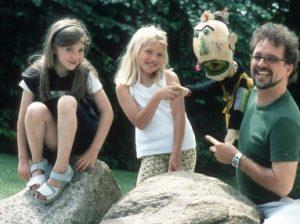 Roland Punkerpuppe mit Kindern