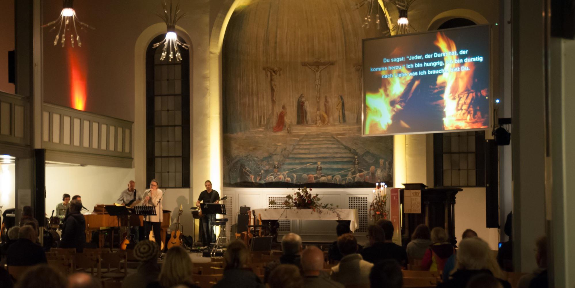 Kirche St. Pauli nachts