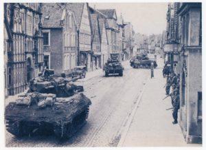 Einmarsch der 2. Panzerdivision der 9. US-Armee in Lemgo am 4. April 1945