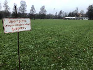 Sportplatz am Raumüllerweg gesperrt